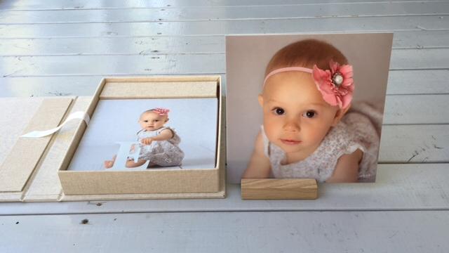 Barnporträtt, studiofotograf, studio, Ramlösa, Helsingborg, fotograf, barnfotograf, tavlor, råå vallar, utomhusfotografering, album, laminerade bilder